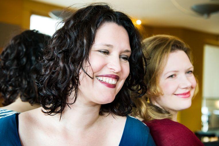Zoë Papaikonomou (links) en Annebregt Dijkman. Beeld Sanne De Wilde
