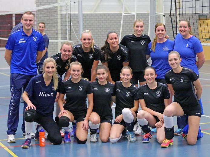 Teamfoto van het derde damesteam van volleybalclub WIK uit Groot-Ammers. Dergelijke foto's mogen straks alleen nog op een clubwebsite na toestemming van de leden.