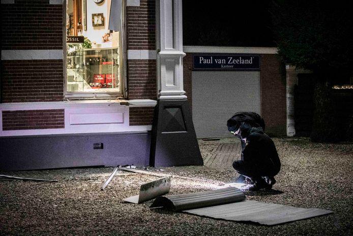 Plofkraak op juwelier in Velp. Politie doet onderzoek.