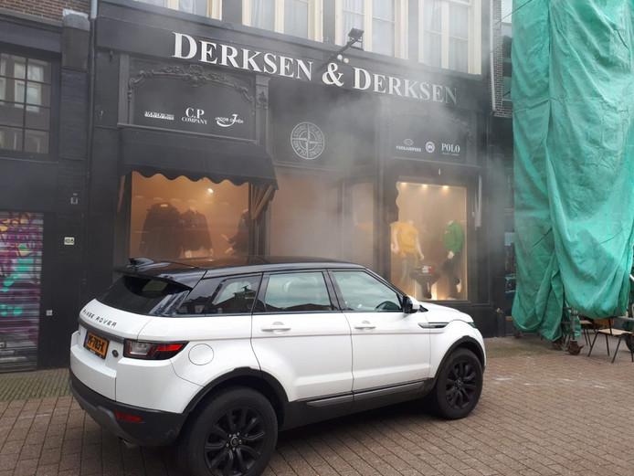 Het inbraakalarm van kledingwinkel Derksen & Derksen in Zwolle ging per ongeluk af.
