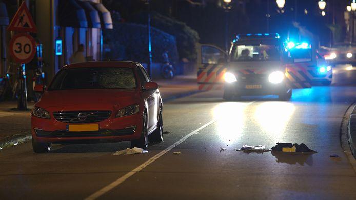 De plek van het ongeval in Deventer. Een voetgangster raakte gewond toen ze werd geschept door een auto.