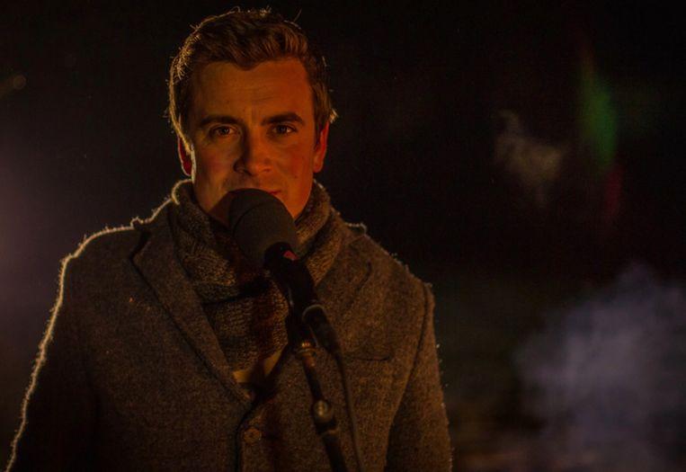 Niels Destadsbader brengt live zijn nieuwe single in 'Gert Last Year'.