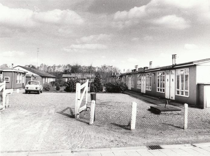El Elephante. Decennialang een markant woonoord in Someren-Eind. In de barakken, ooit bewoond door Peelontginners, werden in 1956 gevluchte Hongaren gehuisvest. In 1961 werd het een opvangcentrum voor Spaanse 'gastarbeiders' die op initiatief van Frits Philips naar Nederland waren gehaald, maar die ook werk vonden bij Somerense bedrijven zoals Stramit. In 1979 (foto) was El Elephante nog steeds bewoond. Een jaar later werden de barakken gesloopt.