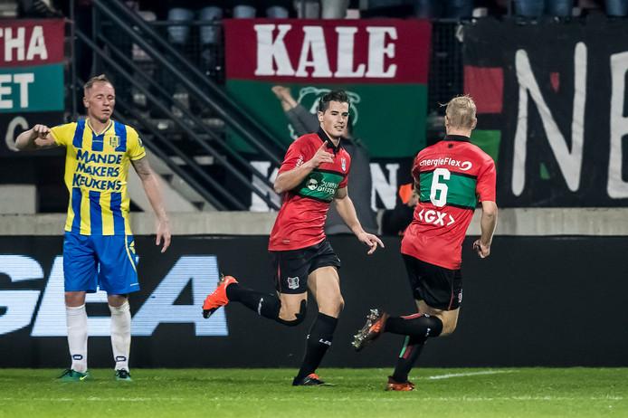 Sven Braken (midden) viert zijn doelpunt tegen RKC.