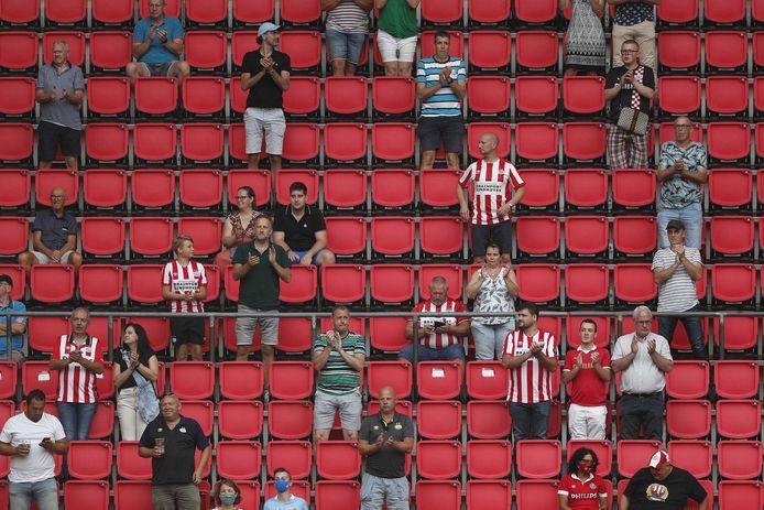 Bij PSV-Vitesse waren in augustus ongeveer 7.000 mensen.