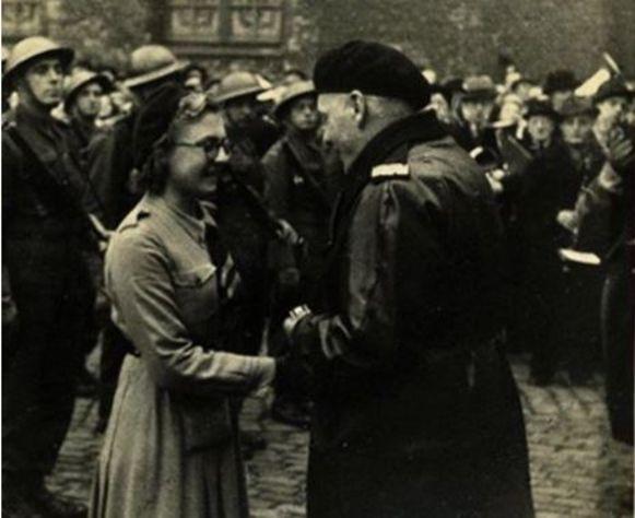 Simonne Brugghe kreeg een medaille van generaal Maczek.