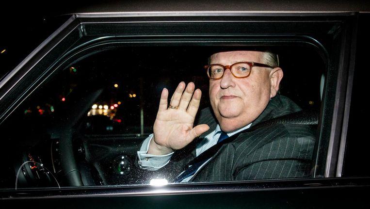 De in opspraak geraakte VVD-voorzitter Henry Keizer verlaat het partijkantoor na een bijpraatsessie over zijn omstreden zakendeal uit 2012. Beeld anp