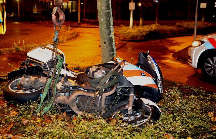 De motor van de omvergereden politieagent.