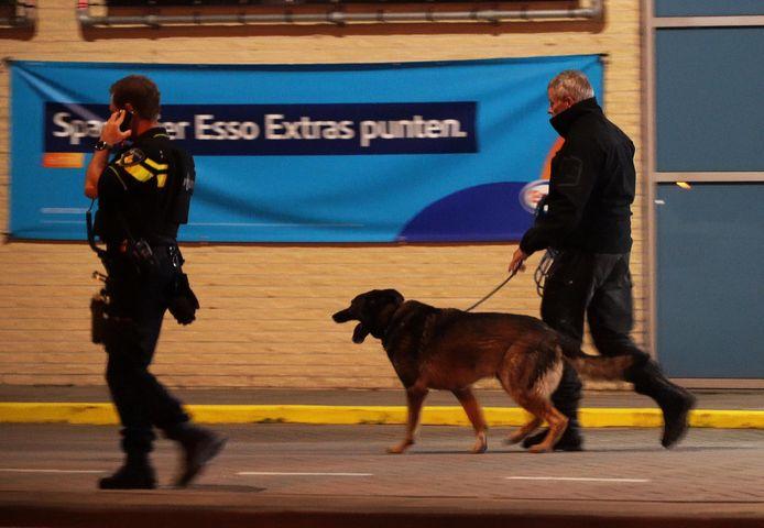 De politie zette ook een speurtocht in tijdens de zoektocht naar de dader(s).