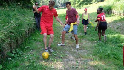 Sp.a speelt voetbalmatch in droogstaande vijver Stadspark