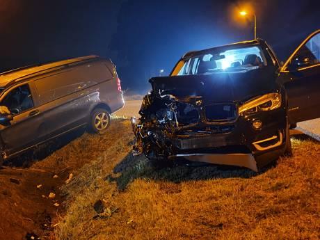 Twee zwaargewonden door botsing tussen auto's in Rhenen