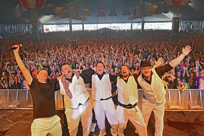 De Raamsdonkveerse rock 'n 'lol-band WC-Experience. Foto: Casper van Aggelen / Pix4Profs