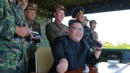 """Fotograaf in Noord-Korea: """"Klaar voor oorlog? Ze rijden met trucks uit WOII en hebben nepwapens"""""""