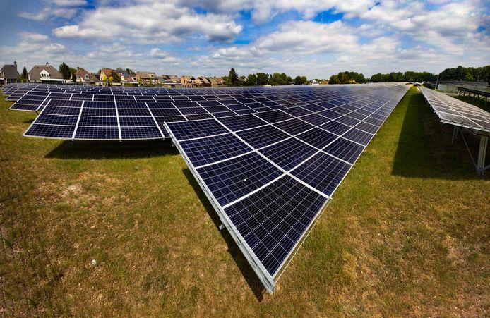 Een meerderheid van de Brabantse politiek ziet zonnepanelen bij voorkeur niet op de grond, maar op het dak verschijnen.