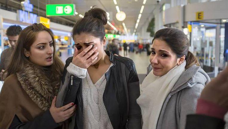 Tamana Amiri op vliegveld Schiphol, als haar vader wordt uitgezet naar Afghanistan. 6 januari. Beeld null