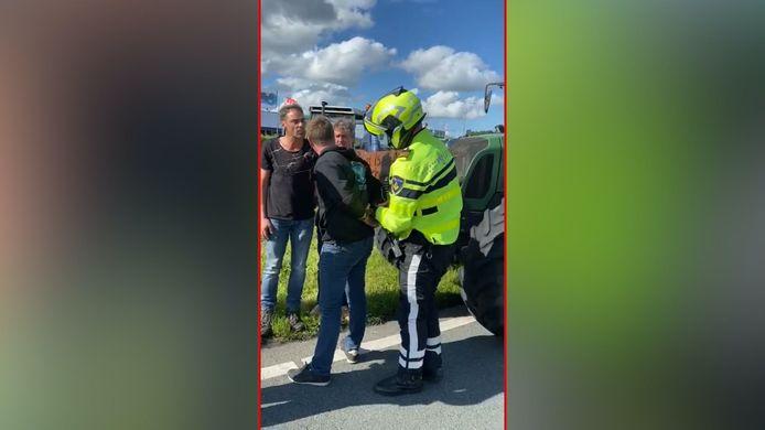 De 39-jarige boer uit de Achterhoek die vrijdagavond is aangehouden na het boerenprotest bij het CBL in Den Haag