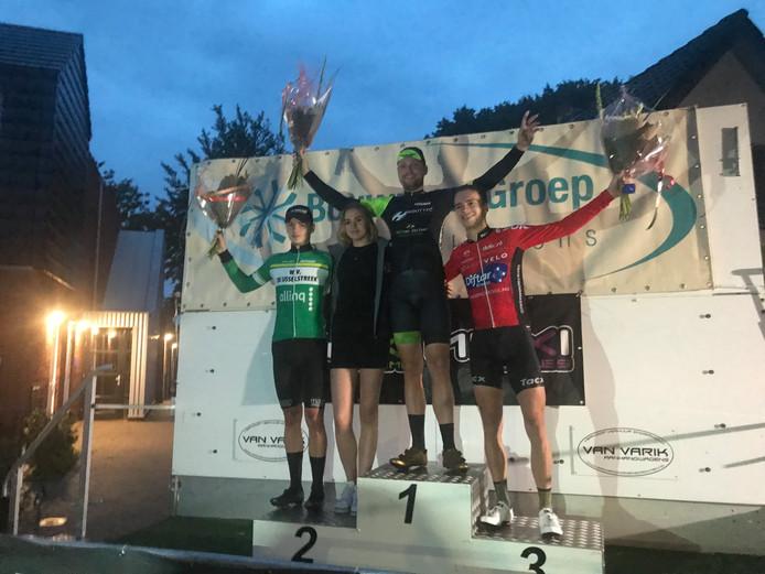 De top drie bij de Ronde van Elspeet: Arjan Arentsen werd 2e, Henk Bos won en Luuk Schuurmans werd 3e.