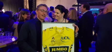 Gele trui Mike Teunissen komt te hangen in wielercafé Eindhoven: 'Ontzettend content mee'