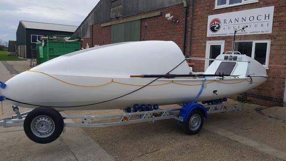 Het type roeiboot waarmee Carl in december zal vertrekken. Zijn eigen exemplaar krijgt hij volgende maand.