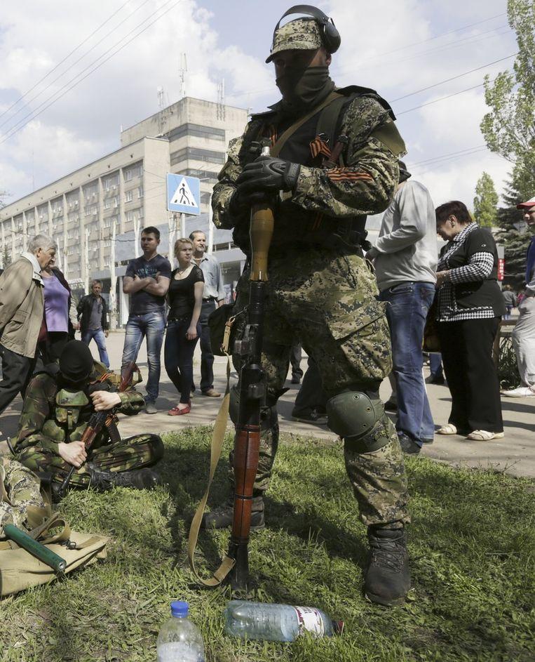 Gewapende pro-Russische separatisten in Kramatorsk. Beeld ap