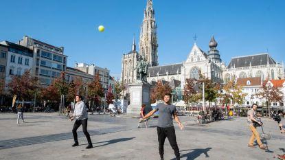Wereldtoppers slaan balletje op Groenplaats