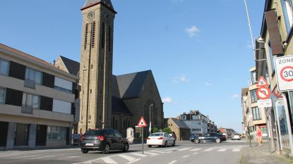 Kruispunt aan kerk, verkeerslichten of niet?