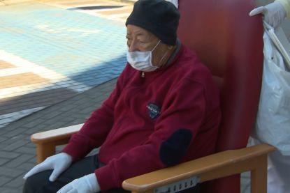 """Nasser (95) is genezen van het coronavirus: """"Het is een wonder"""""""