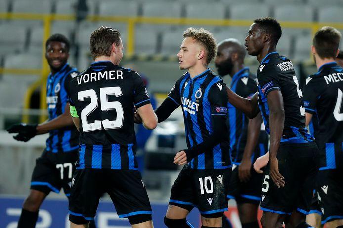 Ruud Vormer feliciteert Noa Lang met zijn goal.