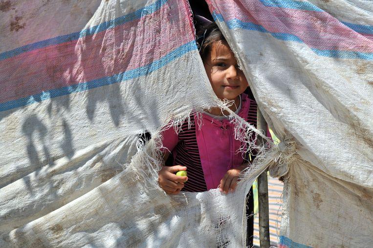 Een Syrische vluchteling in een tentenkamp op de grens met Turkije. (archieffoto)