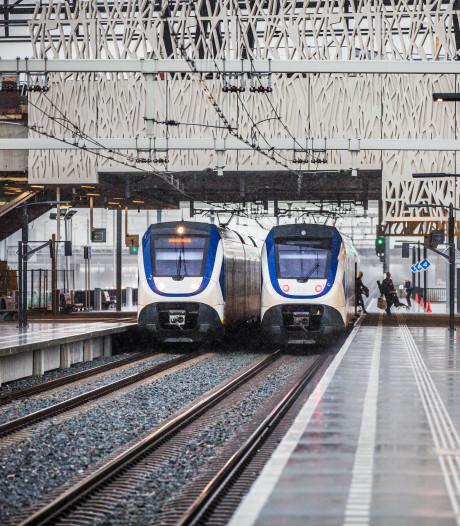 Station Lansingerland-Zoetermeer is een even mooi als maf: Wie stapt er in the middle of nowhere in of uit een trein?