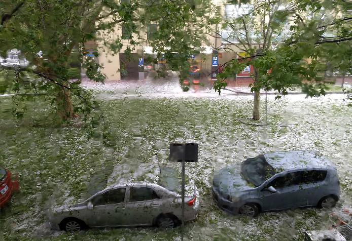 Ook elders in Australië zorgden zandstormen, hagel en plotselinge overstromingen voor wateroverlast, zoals hier in hoofdstad Canberra.