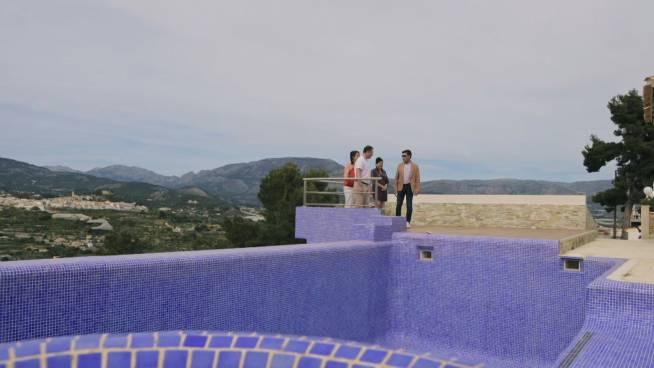Villa met gigantisch zwembad met uitzicht doet wegdromen