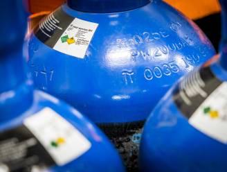 Politie ontdekt 12 flessen lachgas in kofferbak