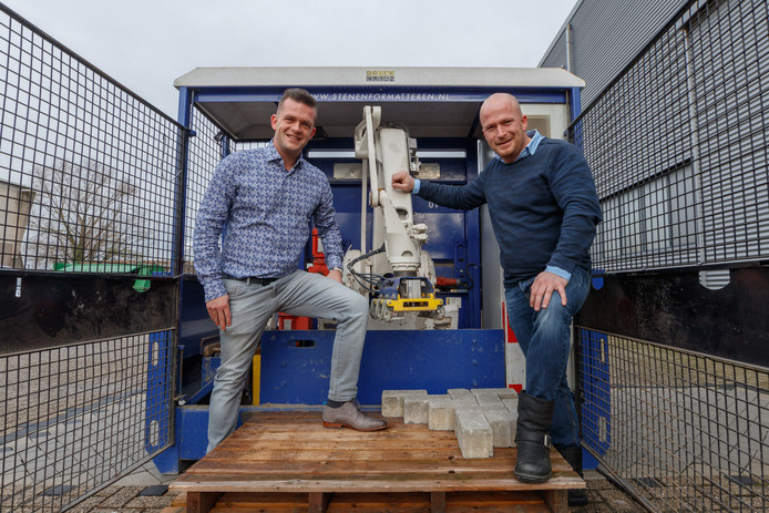 Johan en Martijn de Krom uit Etten-Leur staan met hun stratenmakersbedrijf op de lijst van 'Brabants Besten'. Zij onderscheiden zich op het gebied van met name sociale innovatie.