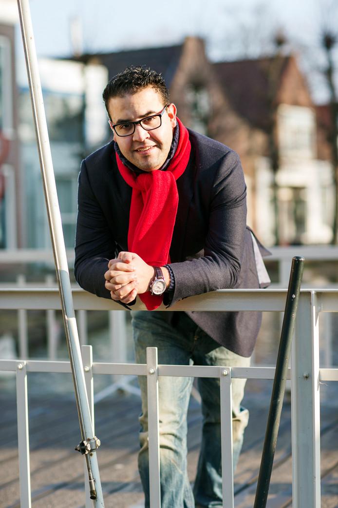 Mohammed Mohandis gaat 's nachts de straat op om de daders van de autobranden te achterhalen.