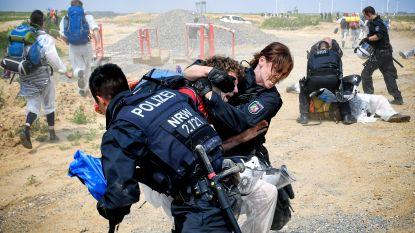 Duitse agenten gewond bij bestorming bruinkoolgroeve door honderden demonstranten