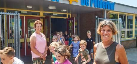 Polderhof zwaait twee onderwijsveteranen uit, juf Thea en juf Jeannette