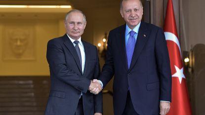 Poetin nodigt Erdogan uit in Rusland om toestand Syrië te bespreken