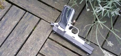 Man (18) gooit wapen in tuin in Rotterdam-Zuid bij achtervolging