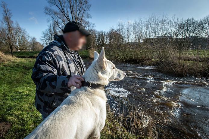 Janie H. wandelt graag met zijn hond Blitz in het Zaartpark. Om zo zijn hoofd leeg te maken.