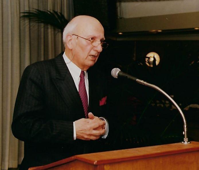 Coos Combée bij zijn afscheid als burgemeester van Ravenstein in 1994.