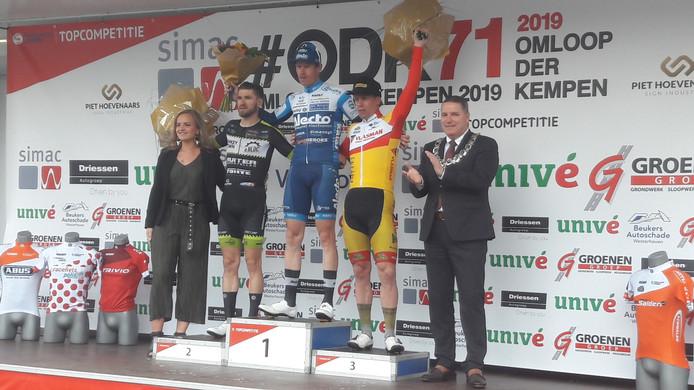 René Hooghiemster wordt gehuldigd voor zijn winst in de Omloop der Kempen.