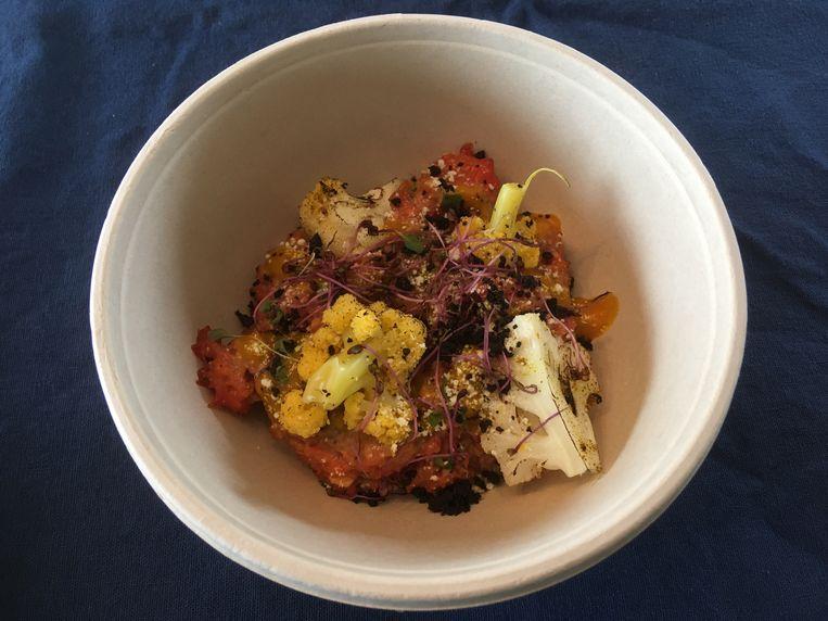 Gemalen biefstuk met pickles en gebrande bloemkool, een van de gerechtjes in de surprisebox.