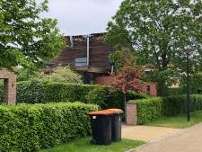Blikseminslag in woning Deventer: steenscherven van vloer vliegen door de woonkamer