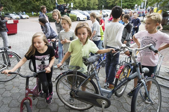 Het ANWB Kinderfietsenplan heeft tot doel om kinderen die opgroeien in armoede, te helpen en hun kansen in de maatschappij te vergroten door veilige fietsen te doneren. Wie er eentje over heeft, wordt verzocht om deze beschikbaar te stellen.