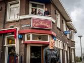 Samen overleven, maar nu even niet. Stamgasten van café Ons Hoekske in Eindhoven vervelen zich te pletter