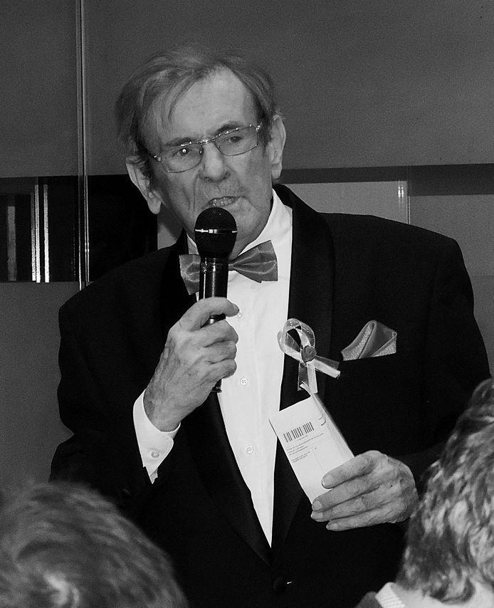 Altijd bleef Herman dokter - zelfs als hij moest speechen, gebruikte hij een briefje van zijn voorschriftenblok als kladblaadje.