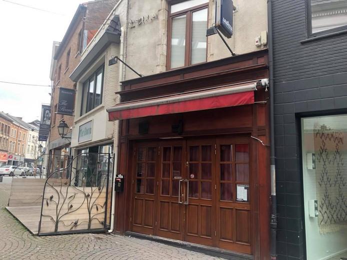 Het café in de Spiegelstraat in Tienen.