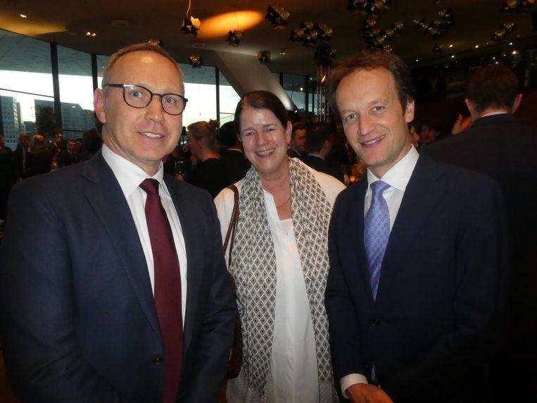 Dries Klein (KLM), Manuschka Hundepool (hoofdredacteur Zakenreis) en Frank Houben (KLM): `Zal ik jou een leuk verhaal vertellen?` Beeld Hans van der Beek