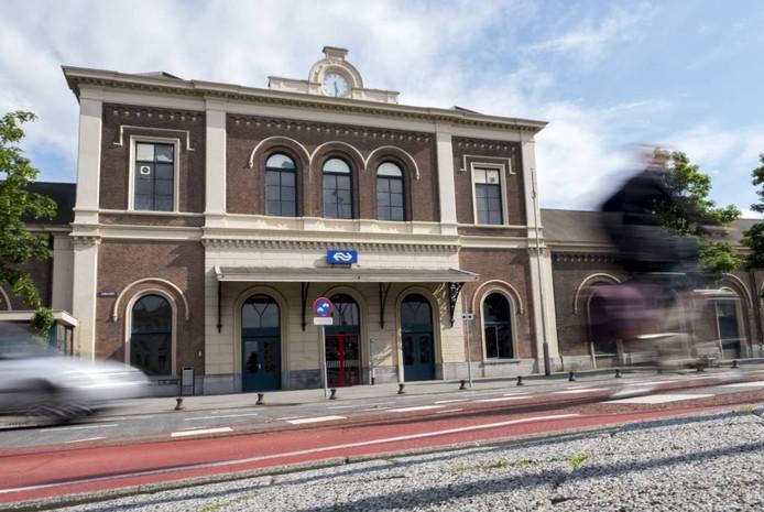 Het station van Middelburg, gebouwd in 1870, kan een grondige opknapbeurt wel gebruiken.
